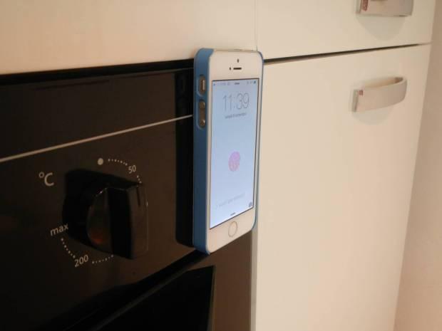mobilefun8 620x465 Una Custodia Smart Cover magnetica con supporto per iPhone 5s / 5