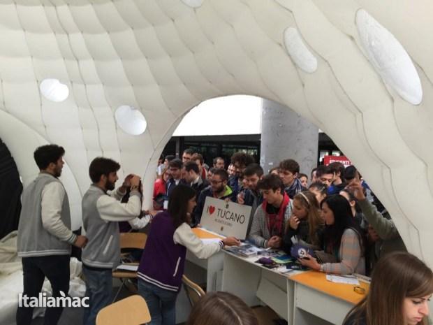 University Box Tucano politecnico bari 22 620x465 Foto: Italiamac partecipa al Tour University Box di Tucano
