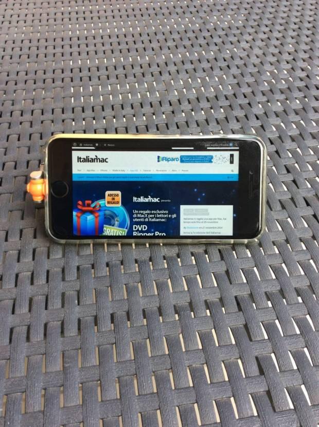 Foto 27 11 14 10 46 50 620x830 Nuovi supporti per iPhone da scrivania ed auto della Kenu.