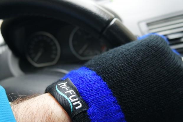 hi fun 620x413 Con i guanti hi Glove per dispositivi touch screen, non dovrai più temere il freddo durante l'inverno!