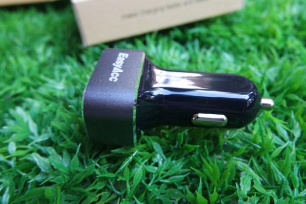 EasyAcc8 620x413 Easy Acc: Caricabtteria da Auto con 3 porte USB in grado di erogare 5.1 A di potenza