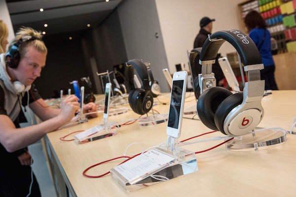 apple store Finalmente si potranno provare gli auricolari in tutti gli Apple Store