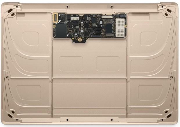 nuovo macbook oro 2015 10 620x438 Diamo uno sguardo al nuovo MacBook oro in questa gallery