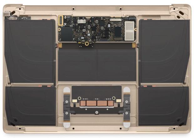 nuovo macbook oro 2015 11 620x443 Diamo uno sguardo al nuovo MacBook oro in questa gallery