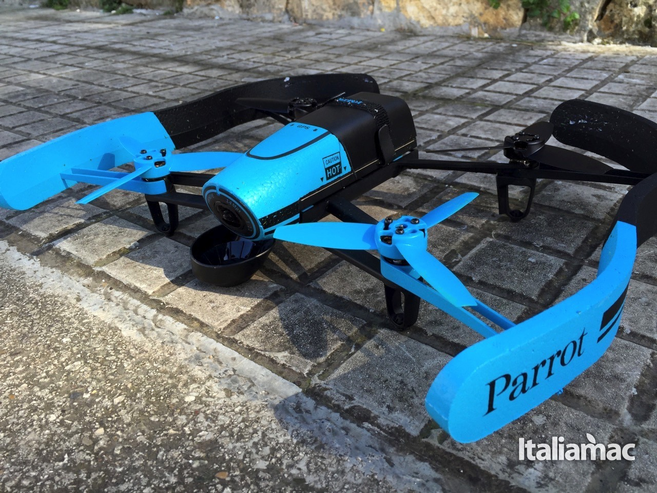 %name Parrot Bebop Drone, riprese aeree a 180° in Full HD