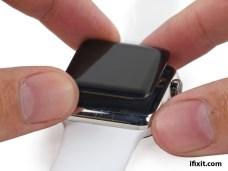 %name 12 foto di Apple Watch smontato e iFixit che rilascia il manuale di riparazione