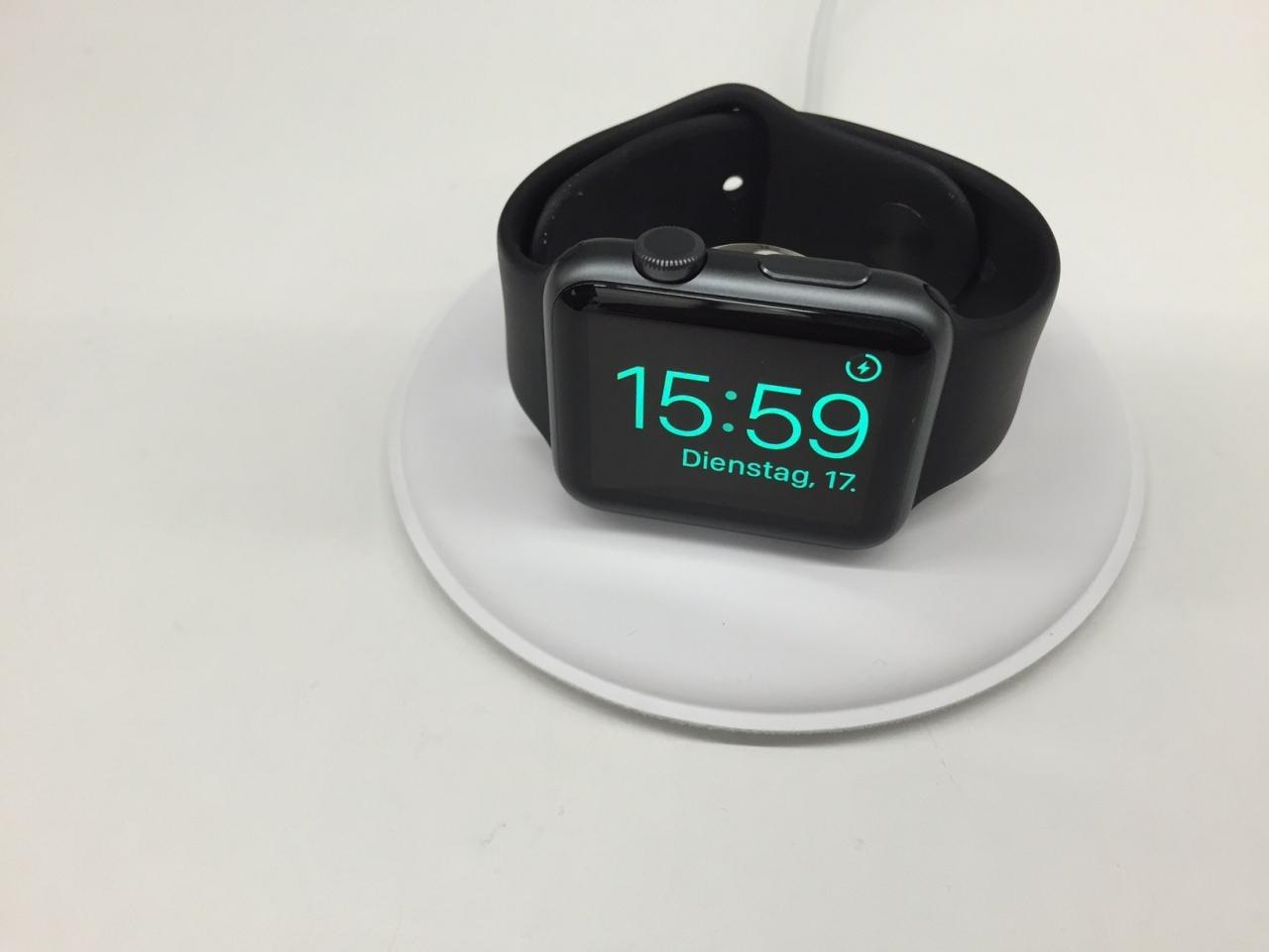 %name Nuove immagini rivelerebbero un Charging Dock ufficiale Apple Watch