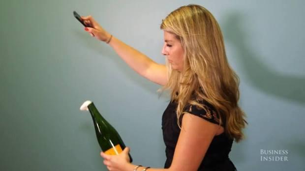 sciabolare bottiglia iPhone