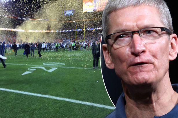 cooksuperbowl.0 Tim Cook elimina la foto incriminata scattata al Super Bowl