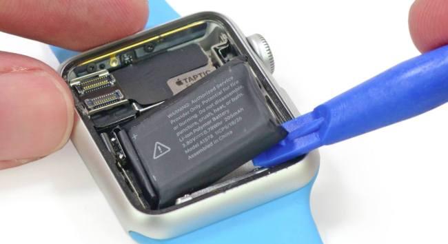 apple watch battery ifixit 002 Apple Watch 2 potrebbe durare più a lungo. Nuova batteria da 334mAh?