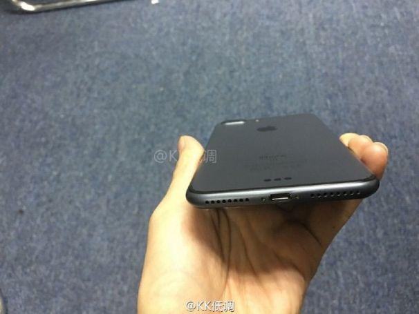 iPhone-7-Plus-space-black-3