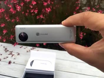 %name Insta360 Nano: Trasforma il tuo iPhone in una fotocamera a 360 gradi