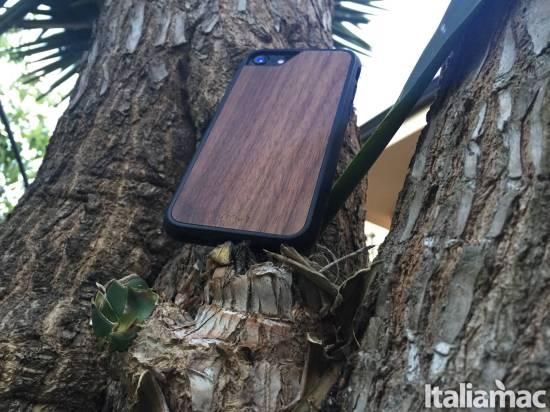 Mous Limitless walnuts iPhone 7 Mous Limitless: Il case per iPhone che offre protezione militare con dimensioni contenute