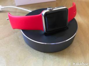 %name Lo stand di Ugreen per Apple Watch con raccogli cavo