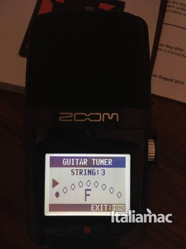 www.italiamac.it zoom h2n zoom h2n guitar tune 620x827 Zoom presenta H2n il microfono compatibile con OsX: la prova di Italiamac