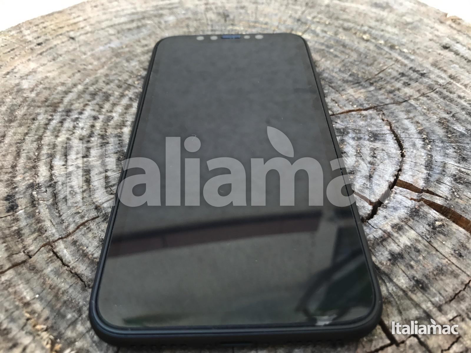 %name Scoop! Italiamac vi mostra iPhone 8 in anteprima! Foto e video del prototipo.