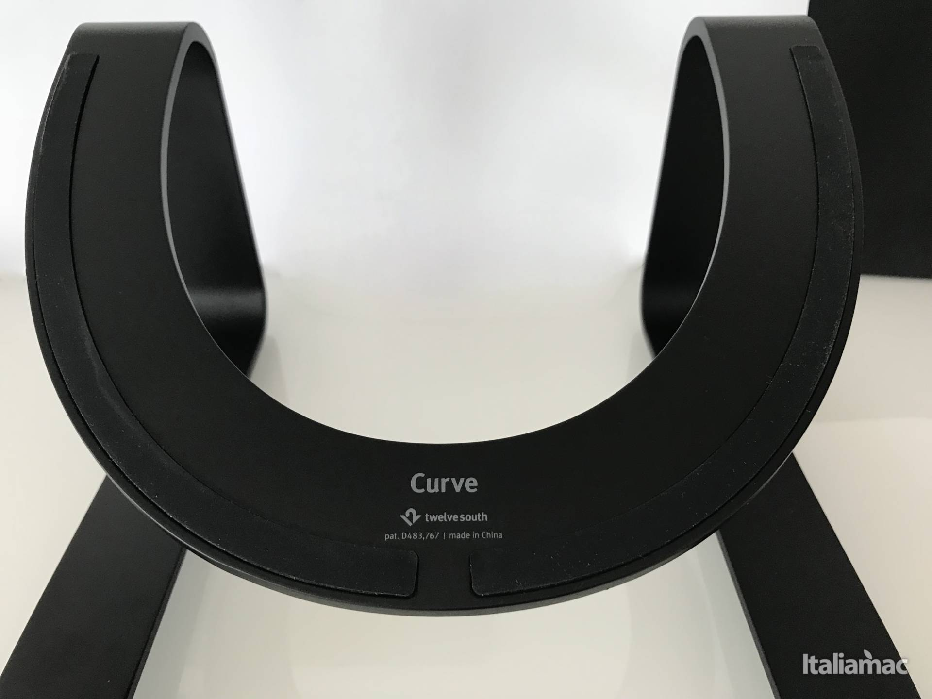 %name Curve: Lo stand con design minimalista per MacBook di TwelveSouth