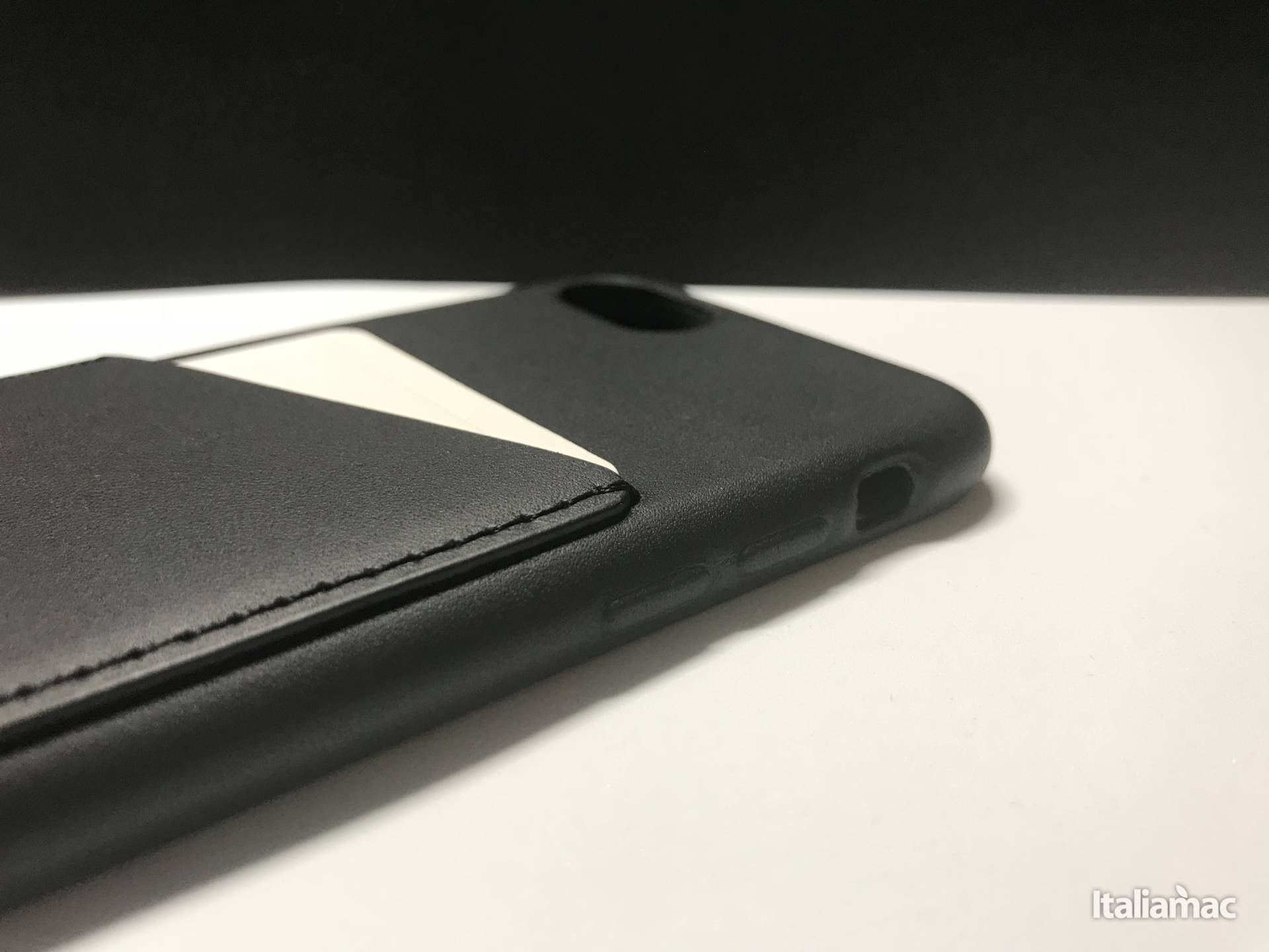 %name Mujjo: La custodia in vera pelle con porta carte per iPhone 7/8