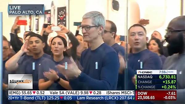 www.italiamac.it tim cook iphone x costa meno di un caffe al giorno apple tim cook iphone x launch Tim Cook: iPhone X costa meno di un caffè al giorno