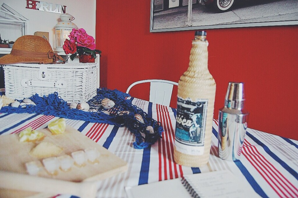 interior-styling-red-blue-white