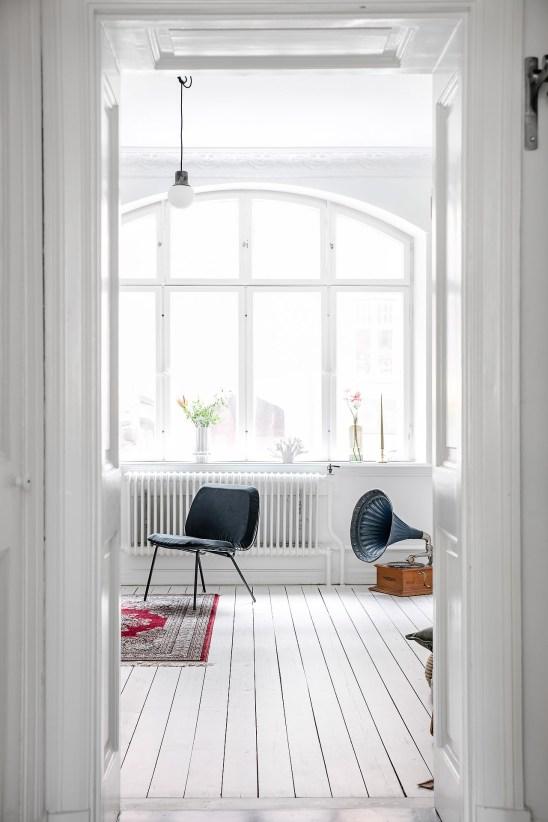 total-white-small-apartment-sweden-italianbark-interiordesignblog (12)