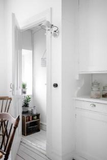 total-white-small-apartment-sweden-italianbark-interiordesignblog (17)