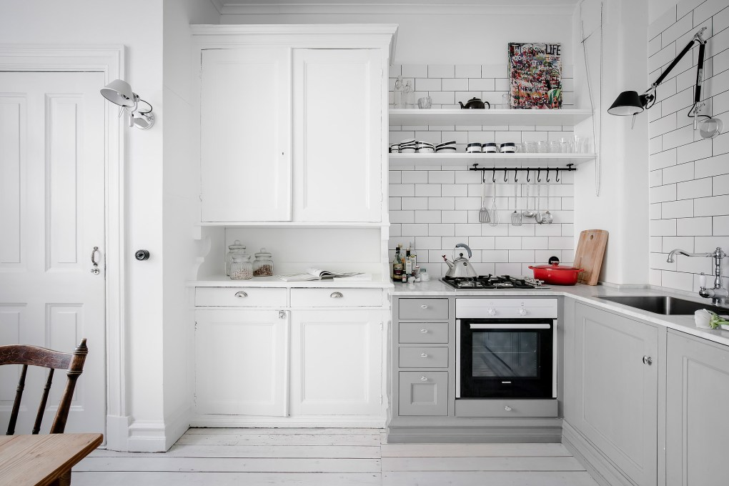 total-white-small-apartment-sweden-italianbark-interiordesignblog (30)