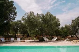 design trullo, puglia interior design, beautiful italian interiors, mediterranean style, italianbark, swimming pool b&b puglia