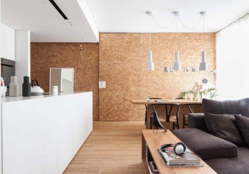 ITALIAN INTERIORS | Wood and White in two cozy minimalist interiors
