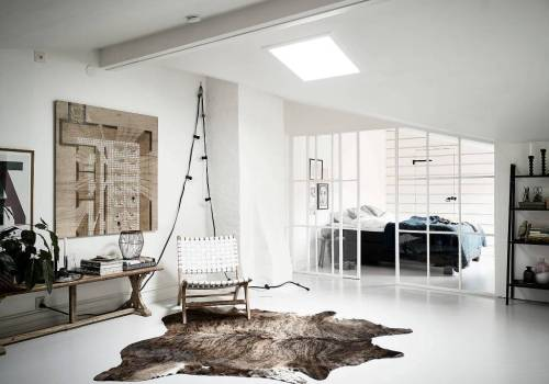 HOME TOUR | No color need in this bright and white Scandinavian attic