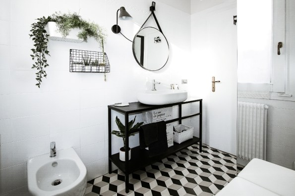 bathroom-before-after-small-bathroom-restyling-black-white-minimalist (13)