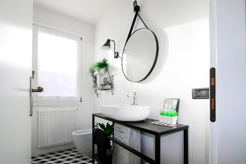 small bathroom before and after, black white bathroom, bathroom makeover