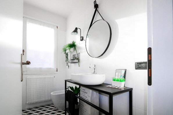 bathroom-before-after-small-bathroom-restyling-black-white-minimalist (14)
