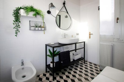 bathroom-before-after-small-bathroom-restyling-black-white-minimalist (16)
