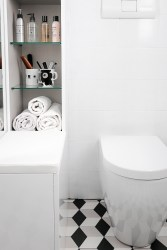bathroom-before-after-small-bathroom-restyling-black-white-minimalist (3)
