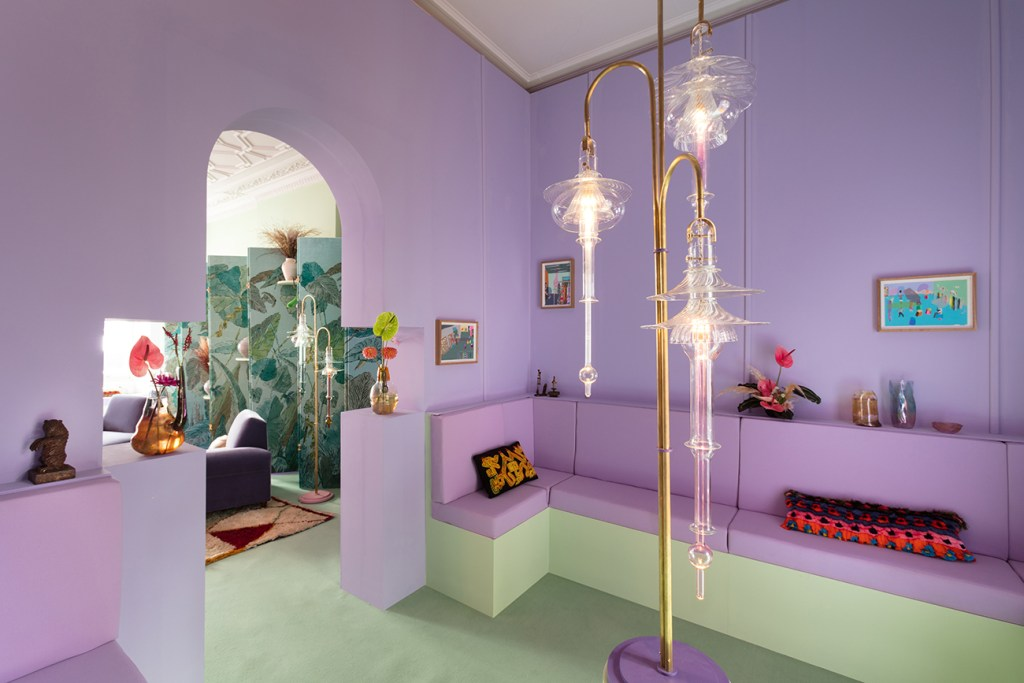 Pantone 2018 ultra violet decor, violet interiors, violet walls