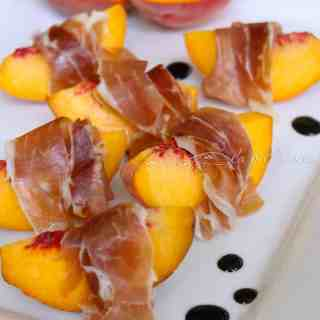 peaches and prosciutto with balsamic glaze