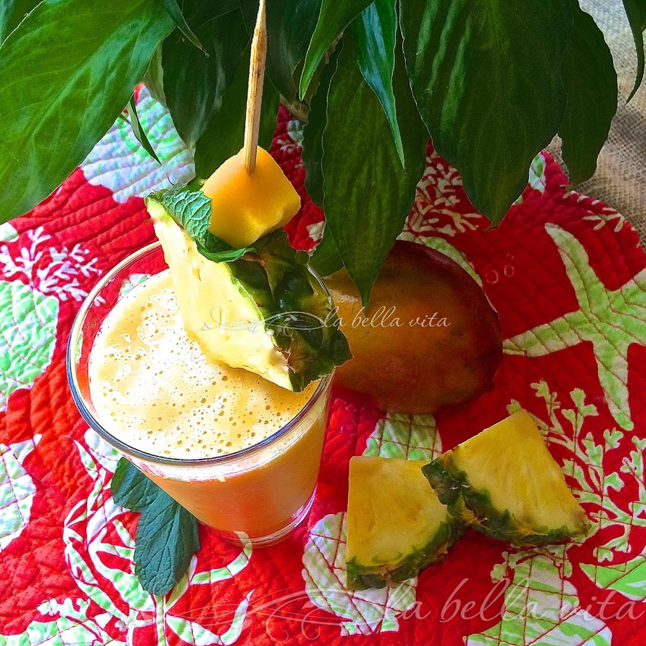 Anti-Inflammatory Pineapple Mango and Ginger Smoothie