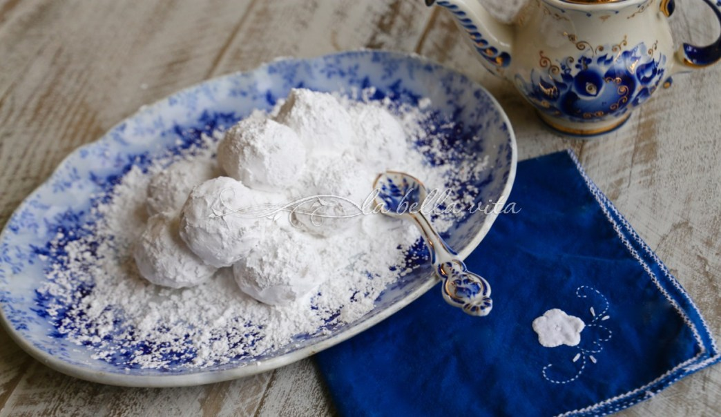 Greek Wedding Cookies Kourabiethes / Kourabiedes