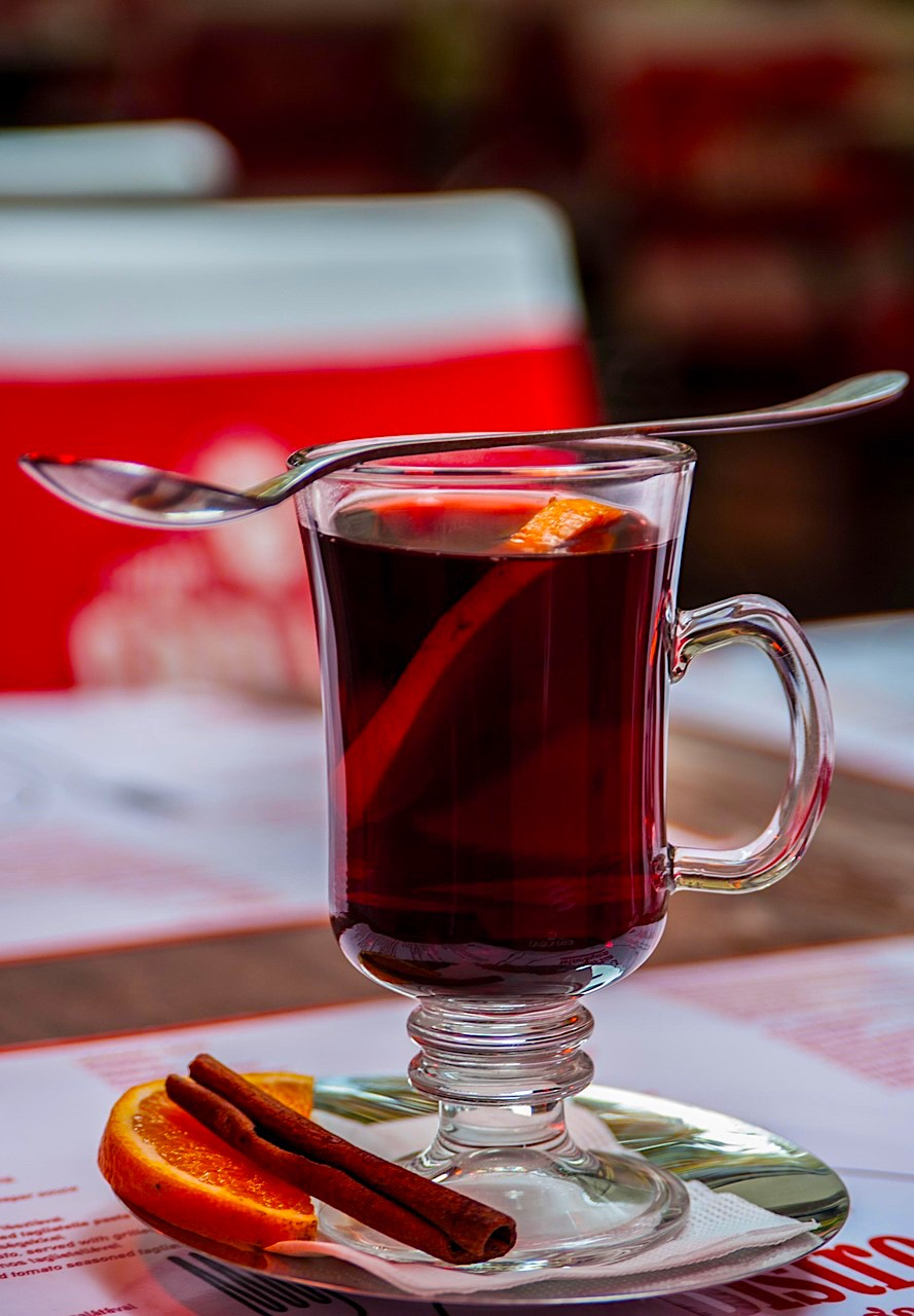 How to cook mulled wine at home - 4 recipes from red and white wine 60