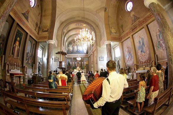 Italian-country-wedding-church-ceremony