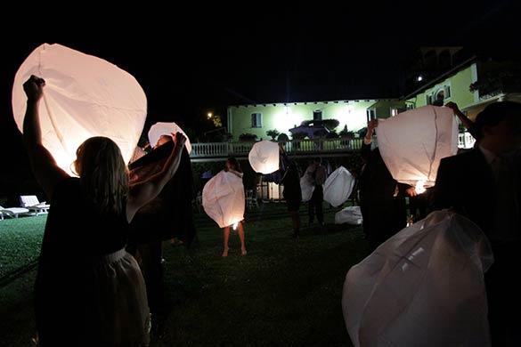 flying-lanterns-italy