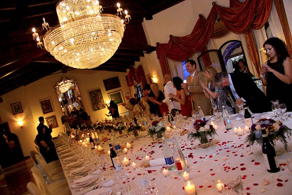wedding-table-decotations-with-petals