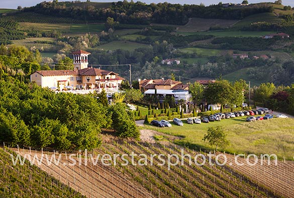 country wedding in a romantic villa in Langhe 0998