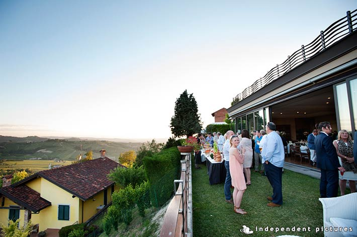 25_Vespa-tour-weeding-in-Langhe