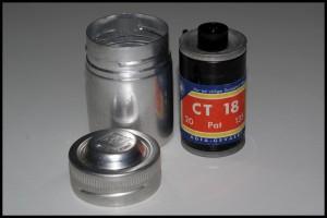 Agfa CT18 135 e contenitore metallico