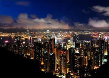 Victoria Peak panorama Hong Kong Kowloon at night 2011. Foto: chensiyuan