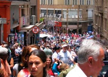 Ladeira Porto Geral com a Rua 25 de março em São Paulo, símbolo do comércio. Carregado por NosLida no picasa web leopinheirofotos