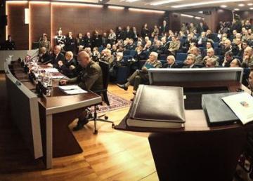 Il Presidente Giorgio Napolitano al Comando Operativo di vertice Interforze per gli auguri di Natale e Capodanno ai militari italiani impegnati in missioni all'estero. Foto: Quirinale