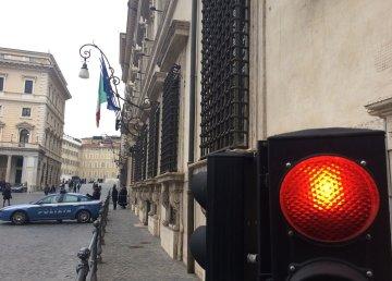 Semaforo rosso per Palazzo Chigi. 6 dicembre 2016 Foto: Massimo Predieri